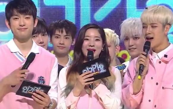 Hội idol vô duyên đệ nhất Kpop: Từ hám fame đến vô lễ với tiền bối trên sân khấu nhận cúp hàng tuần - Ảnh 4.