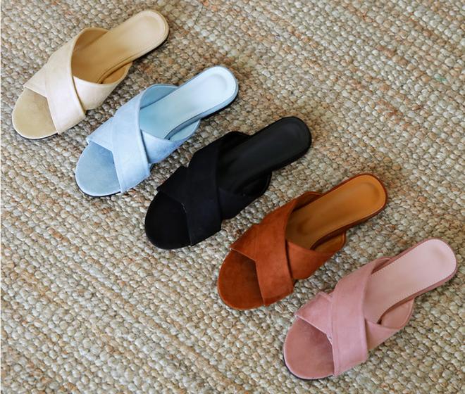 Khoanh vùng ngay 3 mẫu dép bệt này, vì đi lên chân nhìn còn sang hơn cả giày cao gót - Ảnh 2.