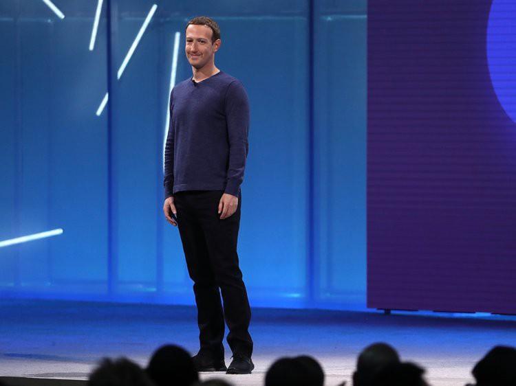 Sau 7 năm, cuối cùng Mark Zuckerberg cũng chịu thay combo áo xám-quần jeans thiếu muối huyền thoại - Ảnh 1.
