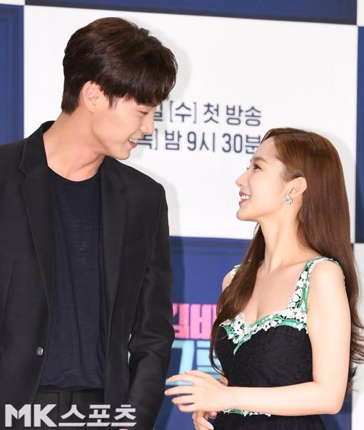 Chính thức trở lại, Park Min Young đẹp choáng ngợp và khoe vòng 1 siêu khủng bên tài tử Park Seo Joon - Ảnh 25.