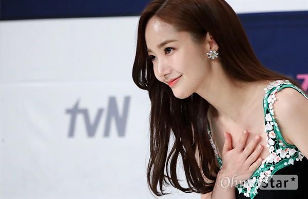 Chính thức trở lại, Park Min Young đẹp choáng ngợp và khoe vòng 1 siêu khủng bên tài tử Park Seo Joon - Ảnh 10.