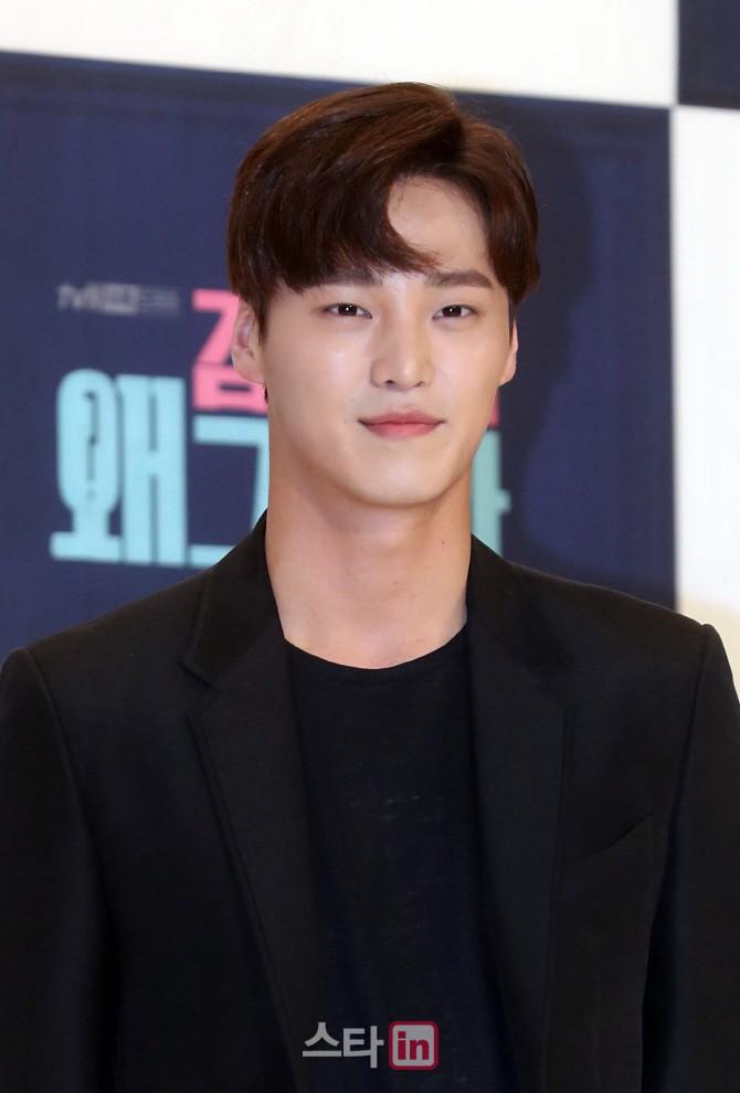 Chính thức trở lại, Park Min Young đẹp choáng ngợp và khoe vòng 1 siêu khủng bên tài tử Park Seo Joon - Ảnh 19.