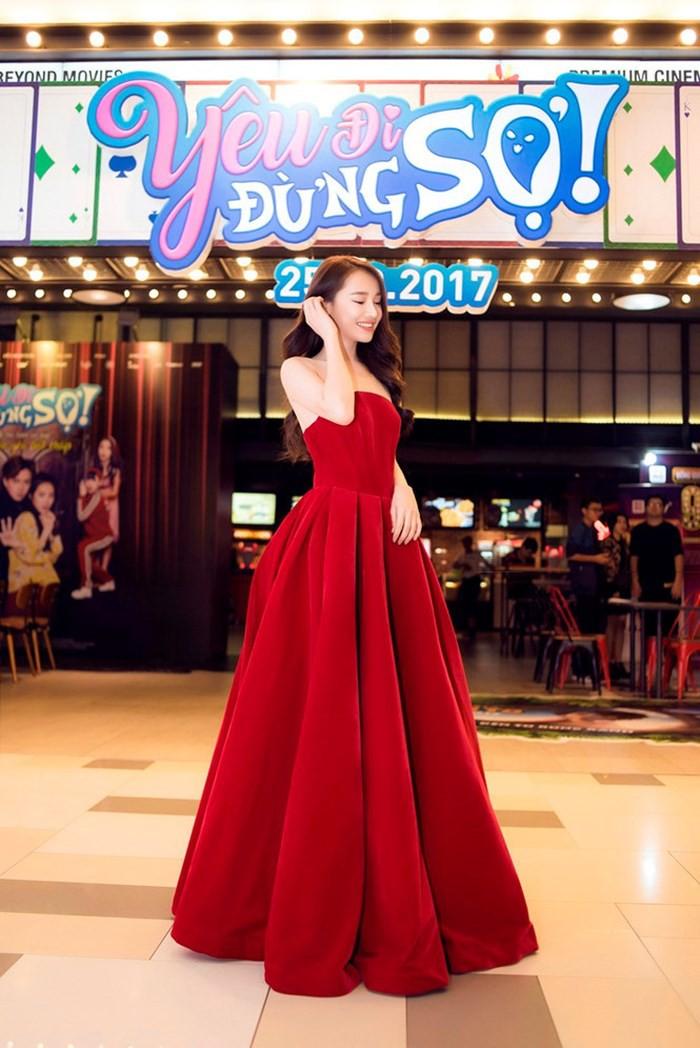 """Mặc lại váy cũ, Hòa Minzy """"đụng hàng"""" bất phân thắng bại với Nhã Phương - Ảnh 5."""