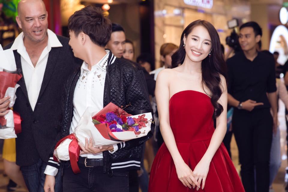 """Mặc lại váy cũ, Hòa Minzy """"đụng hàng"""" bất phân thắng bại với Nhã Phương - Ảnh 6."""