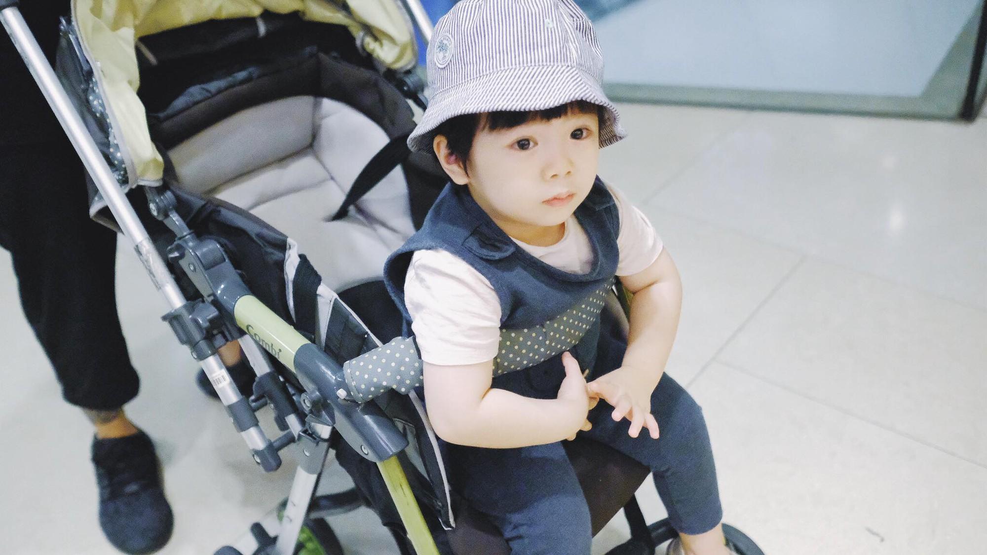 Hehe hồi 3 tuổi được ba mẹ cho đi Singapore chơi.