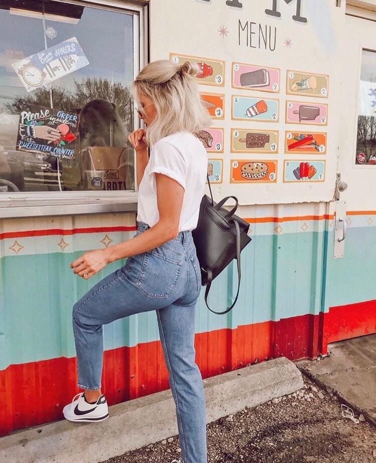Quần jeans bị bai dão hoặc bị co chật? Bạn có thể hồi sinh cho em nó chỉ bằng mẹo đơn giản này - Ảnh 1.