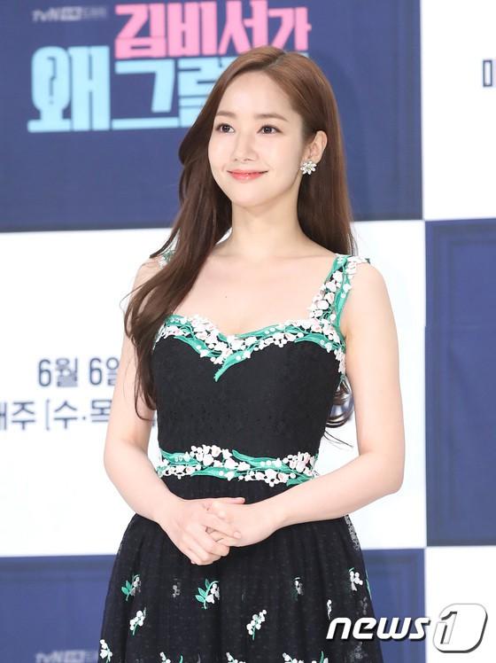 Chính thức trở lại, Park Min Young đẹp choáng ngợp và khoe vòng 1 siêu khủng bên tài tử Park Seo Joon - Ảnh 4.