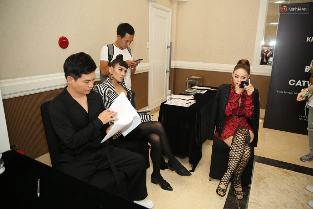 Minh Hằng - Võ Hoàng Yến lạnh lùng, xa cách trong lần đầu gặp mặt tại buổi casting The Face - Ảnh 4.