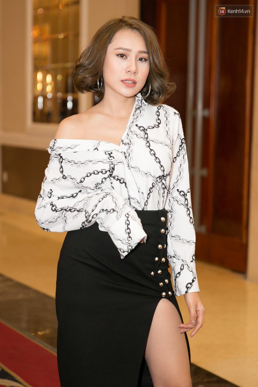 Hot girl Lâm Á Hân khoe vòng 1 sexy trong buổi casting The Face Vietnam 2018! - Ảnh 14.
