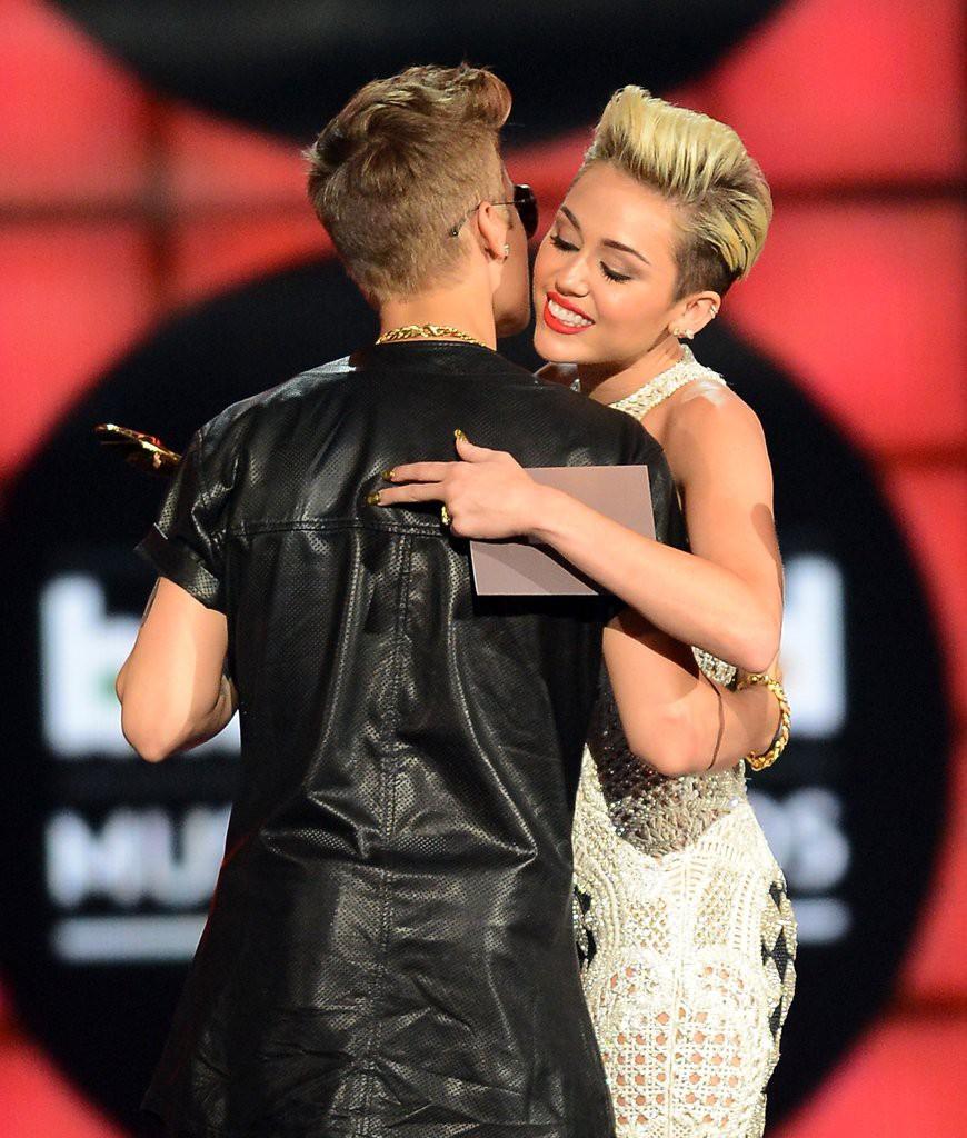 24 tuổi, Justin Bieber đã bị đồn ngủ với 30 cô gái nằm trong danh sách này - Ảnh 8.