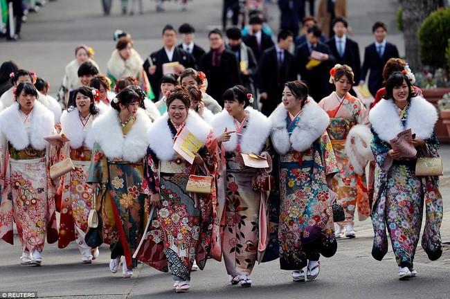 Nhật Bản hạ tuổi trưởng thành xuống 18 tuổi - Ảnh 1.