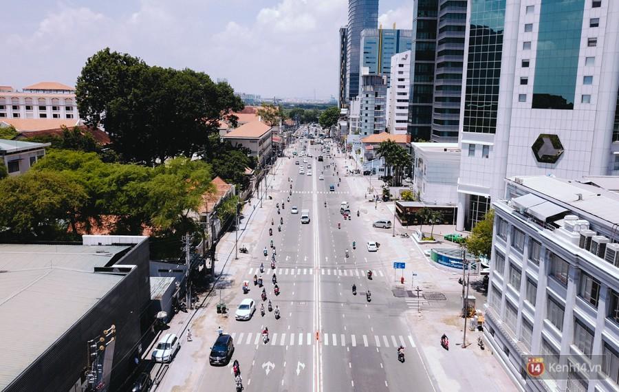 Chùm ảnh: Đường Tôn Đức Thắng trở nên lạ lẫm với người Sài Gòn sau khi hàng cây xanh biến mất hoàn toàn - Ảnh 3.