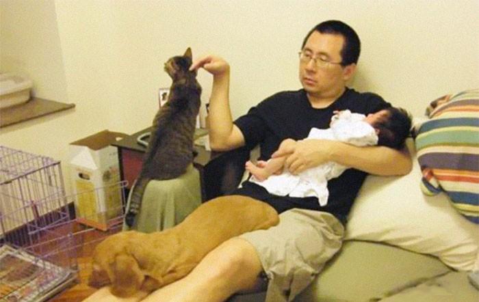Mỗi năm chụp một bức ảnh bố và con gái giống hệt nhau, 10 năm sau bộ ảnh khiến nhiều người cảm động - Ảnh 2.