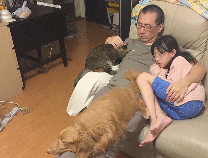Mỗi năm chụp một bức ảnh bố và con gái giống hệt nhau, 10 năm sau bộ ảnh khiến nhiều người cảm động - Ảnh 7.