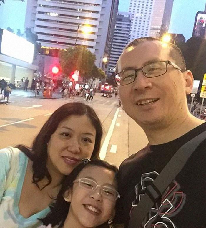 Mỗi năm chụp một bức ảnh bố và con gái giống hệt nhau, 10 năm sau bộ ảnh khiến nhiều người cảm động - Ảnh 9.