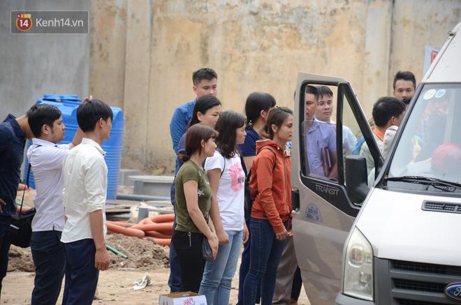 Sau đó, người thân các nạn nhân đã đưa thi thể ba mẹ con nạn nhân về quê (Nghệ An) để an táng.
