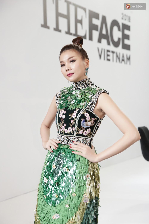 The Face ngày 2: Vắng mặt Võ Hoàng Yến, Song Hằng nhí nhố trong hậu trường với Nam Trung - Ảnh 3.