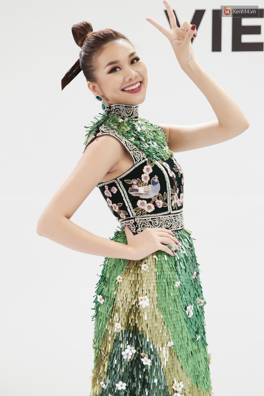 The Face ngày 2: Vắng mặt Võ Hoàng Yến, Song Hằng nhí nhố trong hậu trường với Nam Trung - Ảnh 6.