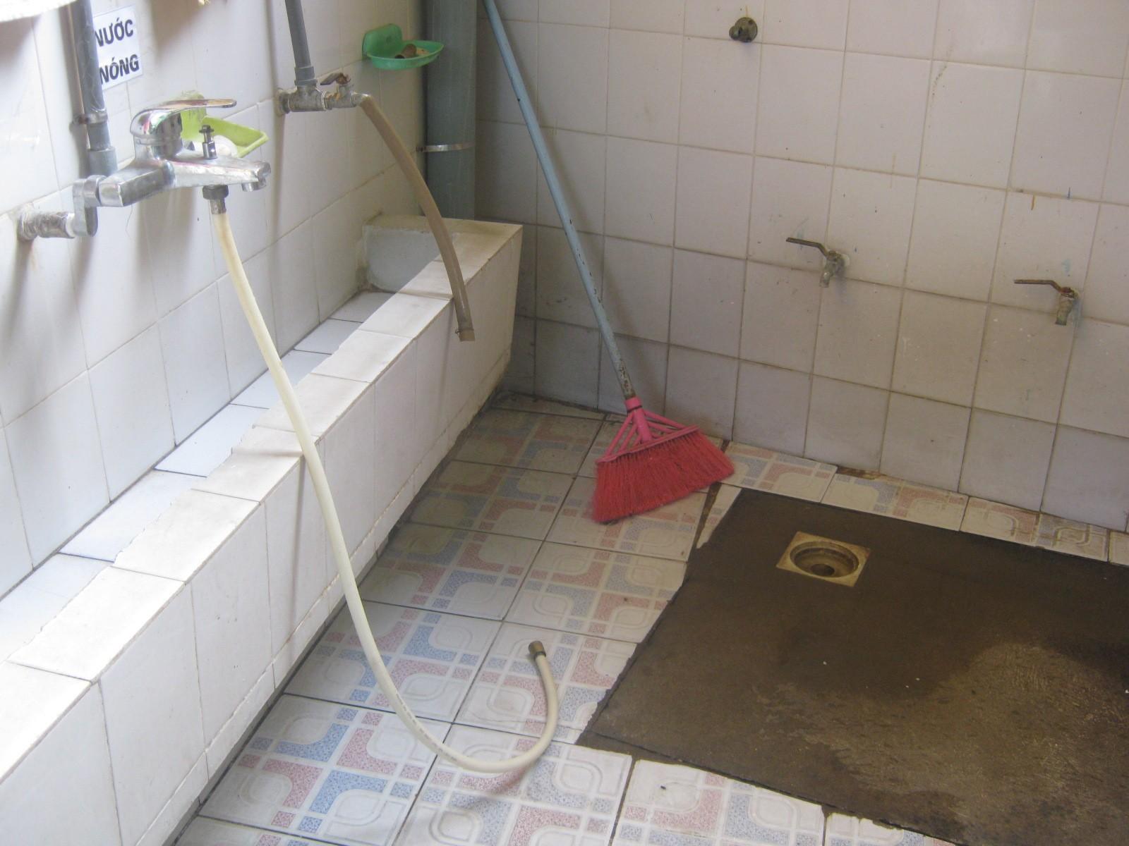 Xôn xao vụ việc trẻ mầm non bị bỏng do cô giáo dùng vòi nước nóng xịt rửa - Ảnh 4.