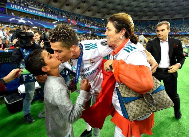 Mẹ Cristiano Ronaldo muốn con trai trở lại Man Utd - Ảnh 1.