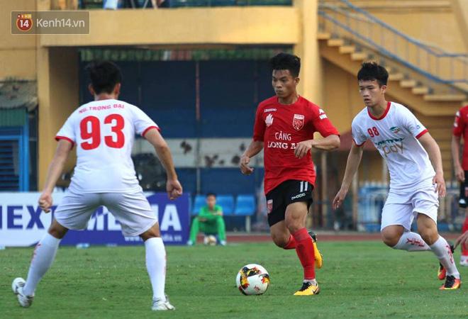 Cầu thủ Viettel nhập viện khẩn cấp sau pha phạm lỗi đáng sợ của cựu sao U23 Việt Nam - Ảnh 2.