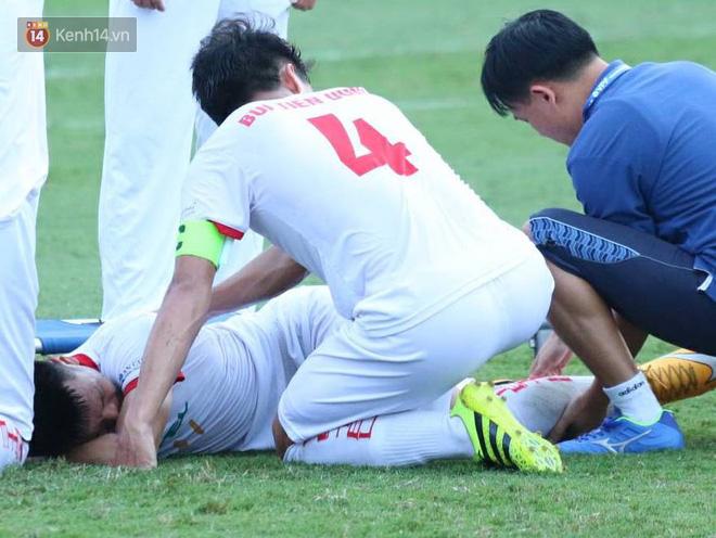Cầu thủ Viettel nhập viện khẩn cấp sau pha phạm lỗi đáng sợ của cựu sao U23 Việt Nam - Ảnh 3.