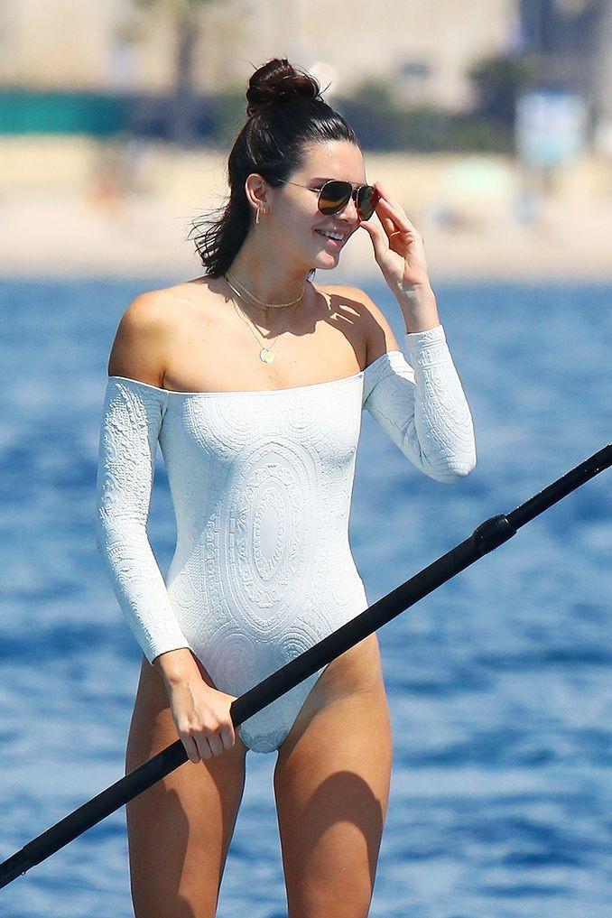 Nếu bạn sợ đen da, kiểu đồ bơi dài tay kín bưng mà vẫn sexy như của Kỳ Duyên chính là lựa chọn hoàn hảo mùa du lịch này - Ảnh 5.