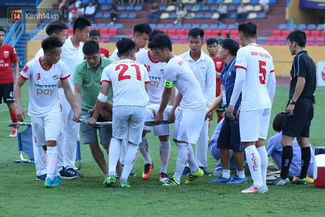 Cầu thủ Viettel nhập viện khẩn cấp sau pha phạm lỗi đáng sợ của cựu sao U23 Việt Nam - Ảnh 8.