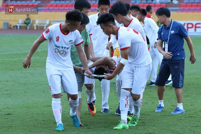 Cầu thủ Viettel nhập viện khẩn cấp sau pha phạm lỗi đáng sợ của cựu sao U23 Việt Nam - Ảnh 5.