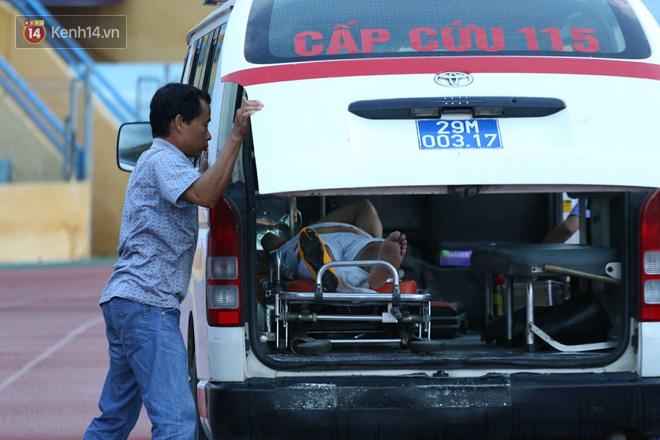 Cầu thủ Viettel nhập viện khẩn cấp sau pha phạm lỗi đáng sợ của cựu sao U23 Việt Nam - Ảnh 6.