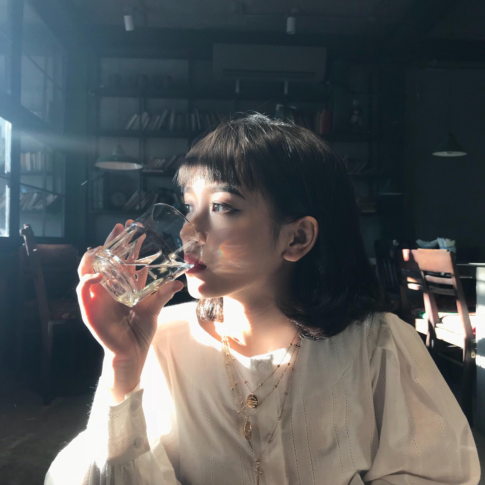 Cô bạn 19 tuổi đến từ Nha Trang sở hữu thần thái chẳng khác nào các hot girl đình đám - Ảnh 2.