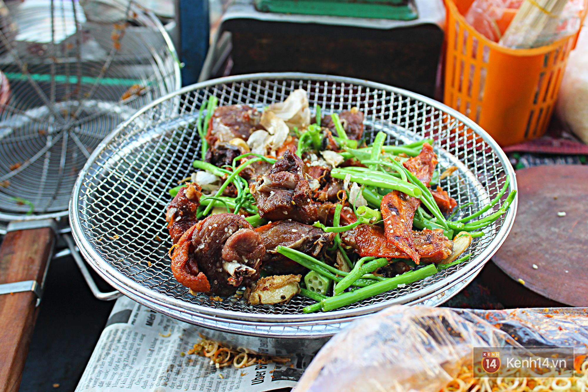 Vịt chiên sả ớt siêu hấp dẫn ở Sài Gòn: chỉ 20k đã có hộp đầy ắp - Ảnh 7.