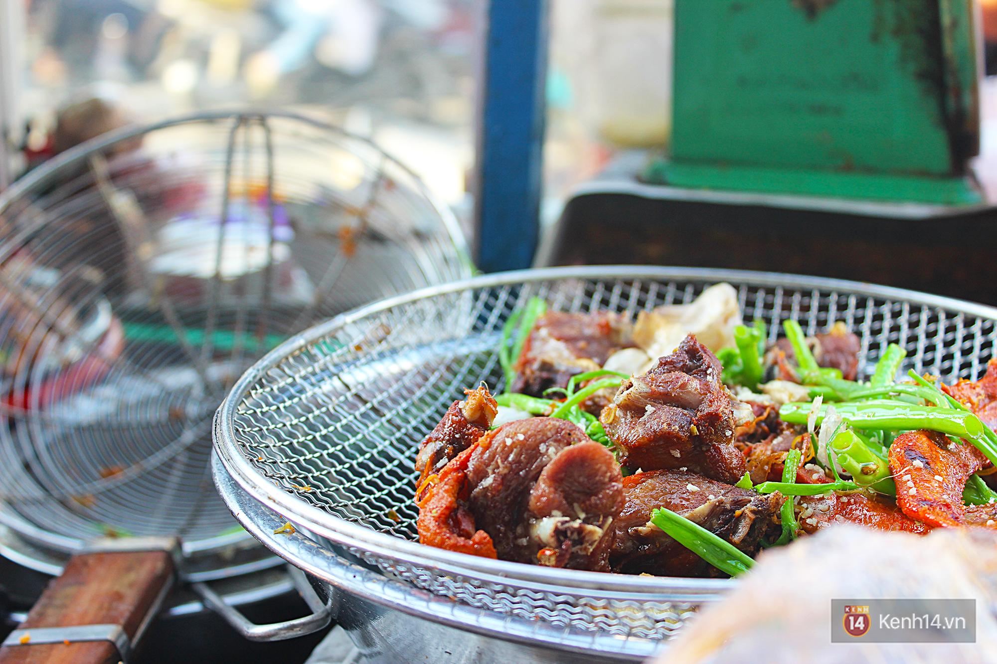 Vịt chiên sả ớt siêu hấp dẫn ở Sài Gòn: chỉ 20k đã có hộp đầy ắp - Ảnh 6.