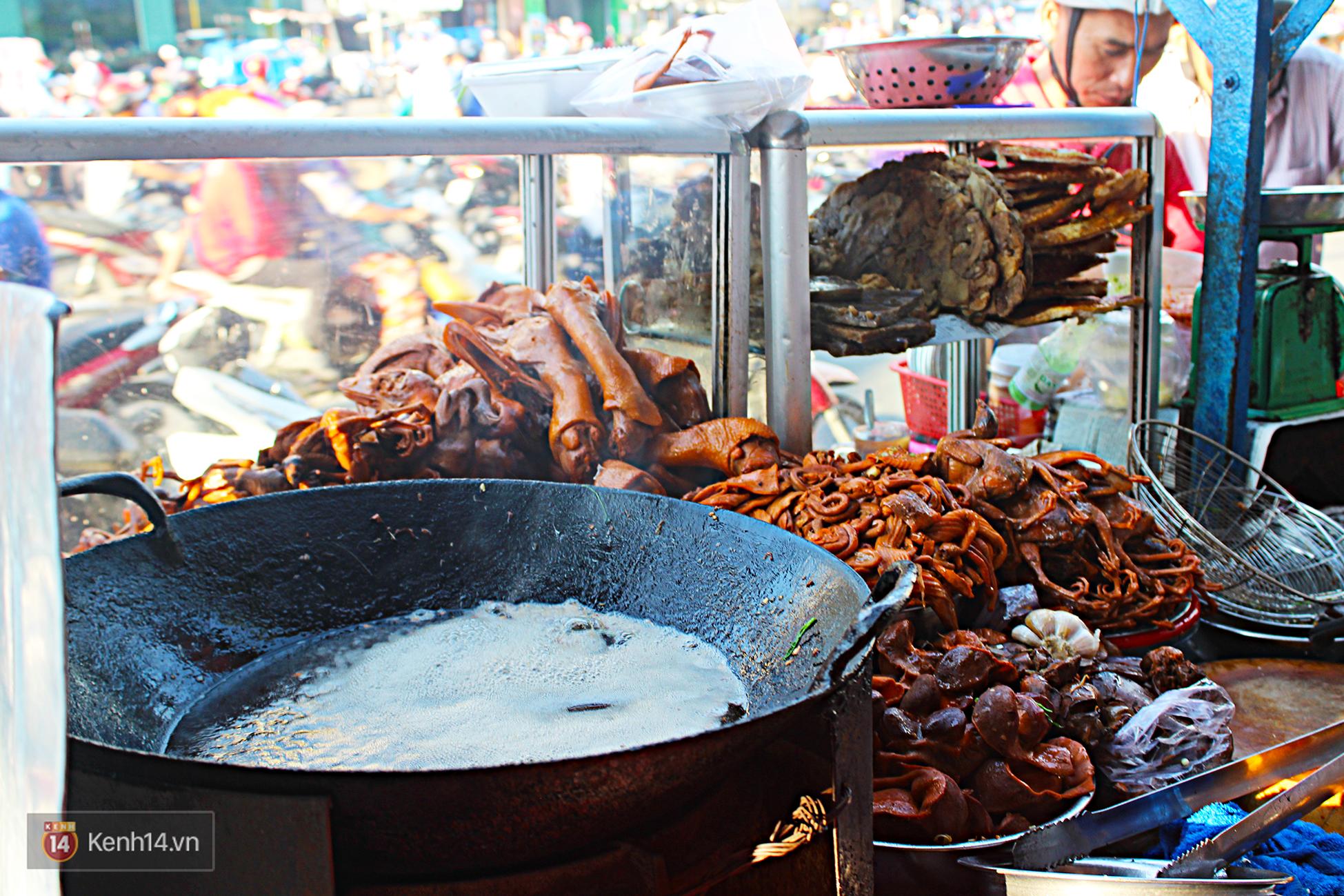 Vịt chiên sả ớt siêu hấp dẫn ở Sài Gòn: chỉ 20k đã có hộp đầy ắp - Ảnh 11.