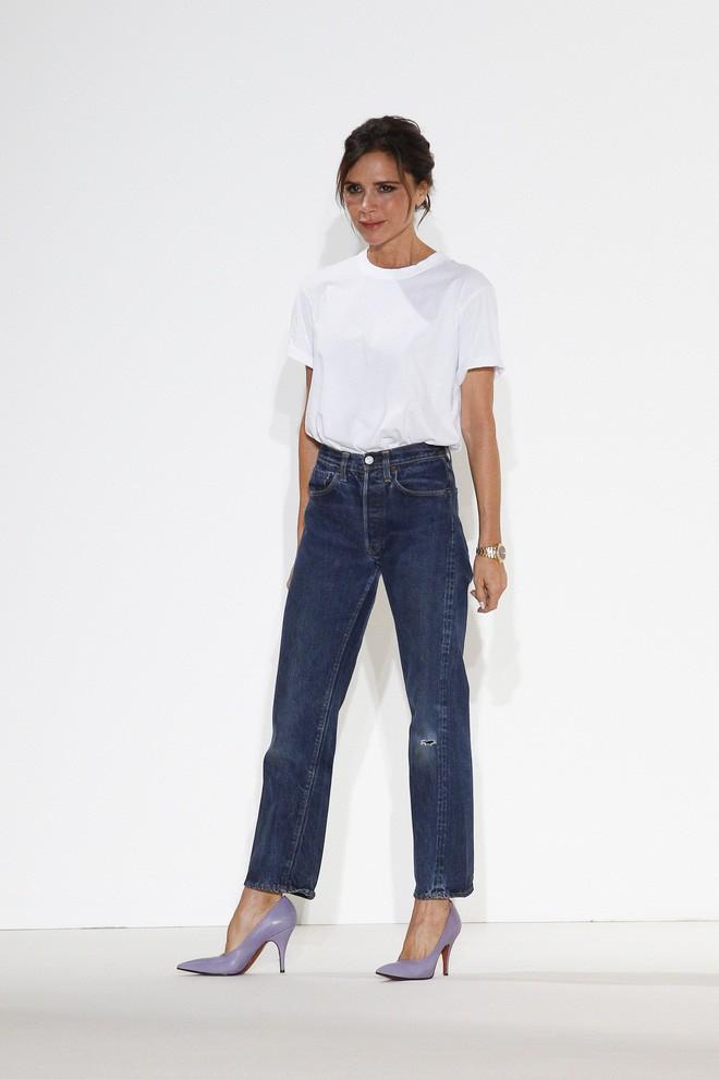 3 chi tiết mà Victoria Beckham luôn chú trọng để tìm được chiếc áo phông thật chuẩn - Ảnh 1.