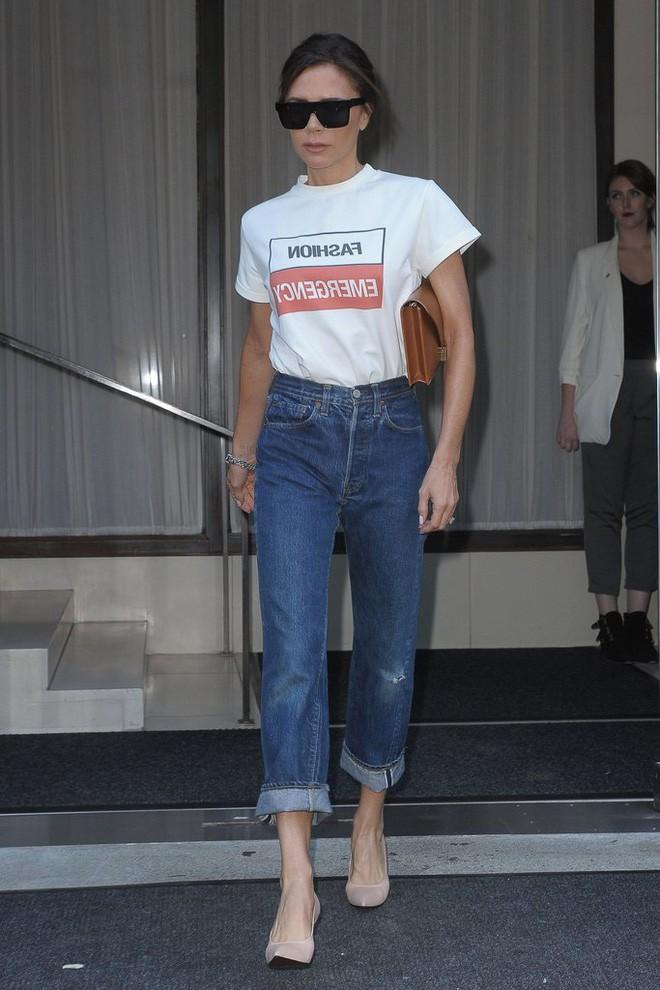 3 chi tiết mà Victoria Beckham luôn chú trọng để tìm được chiếc áo phông thật chuẩn - Ảnh 2.