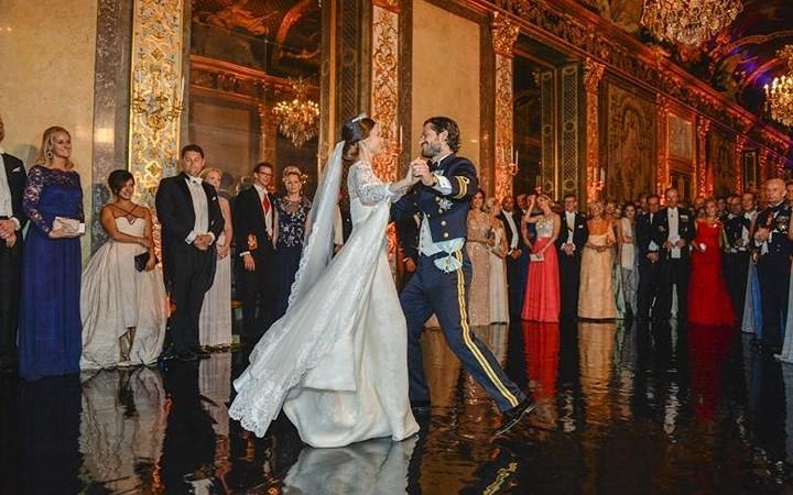 Những bộ váy cưới Hoàng gia mà cô gái nào cũng ao ước khoác lên mình - Ảnh 11.