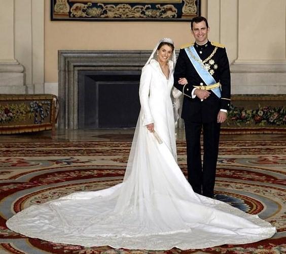 Những bộ váy cưới Hoàng gia mà cô gái nào cũng ao ước khoác lên mình - Ảnh 13.