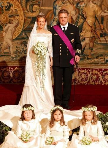 Những bộ váy cưới Hoàng gia mà cô gái nào cũng ao ước khoác lên mình - Ảnh 15.