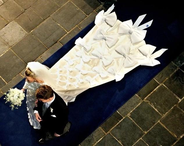 Những bộ váy cưới Hoàng gia mà cô gái nào cũng ao ước khoác lên mình - Ảnh 8.