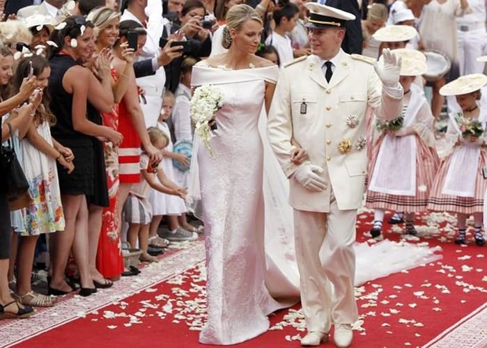 Những bộ váy cưới Hoàng gia mà cô gái nào cũng ao ước khoác lên mình - Ảnh 9.