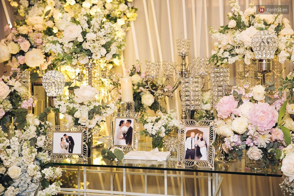 Khung cảnh sang trọng, ngập tràn sắc hoa bên trong tiệc cưới ngôn tình của Diệp Lâm Anh - Ảnh 3.