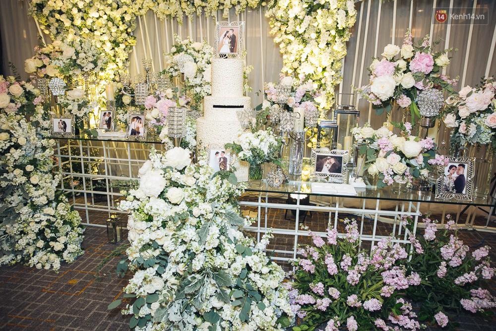 Khung cảnh sang trọng, ngập tràn sắc hoa bên trong tiệc cưới ngôn tình của Diệp Lâm Anh - Ảnh 6.