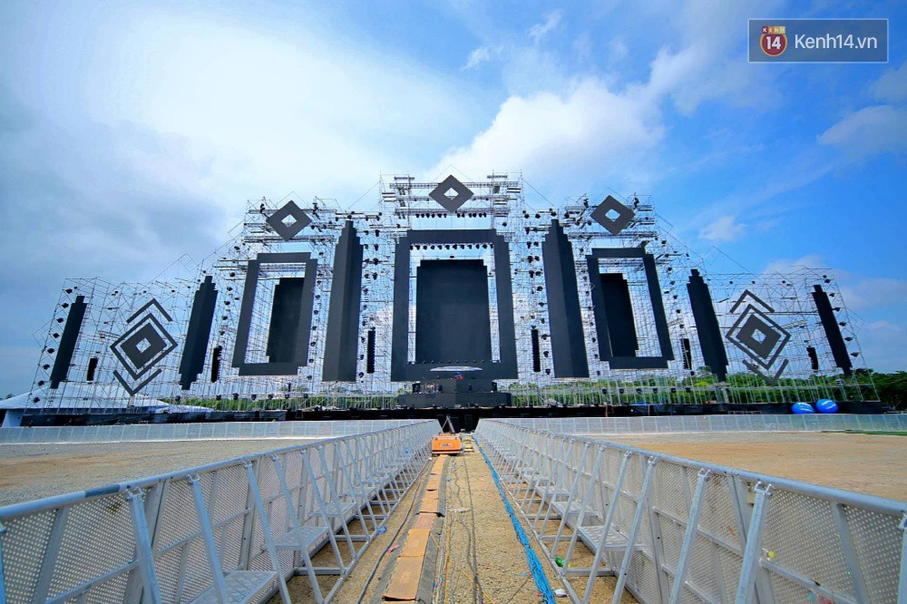 Cận cảnh sân khấu khủng đạt kỷ lục Guinness Việt Nam của đại nhạc hội có Above & Beyond tham gia tối nay - Ảnh 1.