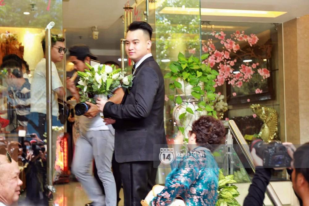 Livestream: Chú rể bảnh bao xuất hiện, tự lái xe đến nhà Diệp Lâm Anh rước dâu - Ảnh 4.
