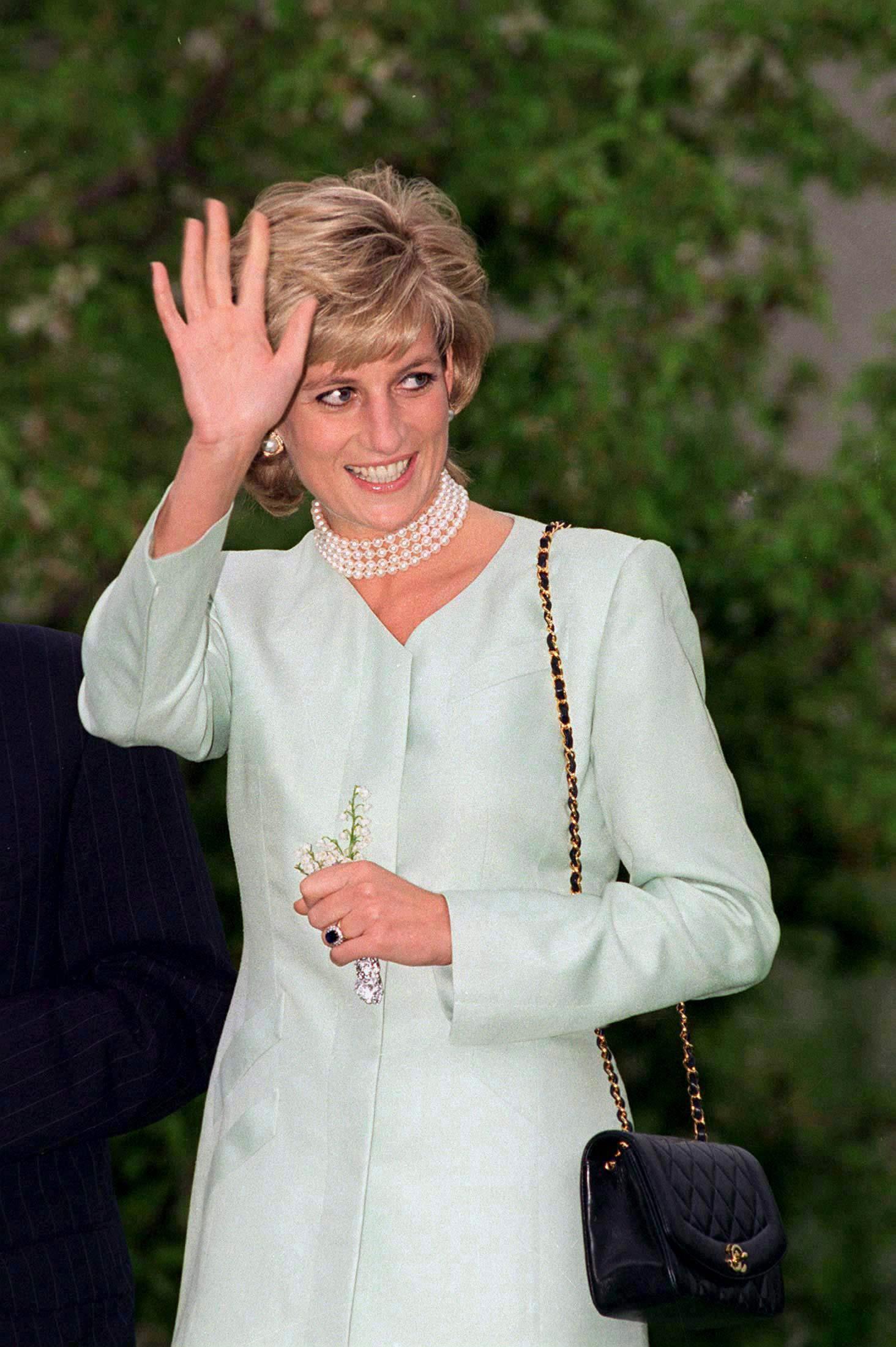 Lý do đau lòng đằng sau việc Công nương Diana ngừng diện đồ Chanel sẽ khiến người ta càng thương bà nhiều hơn - Ảnh 1.