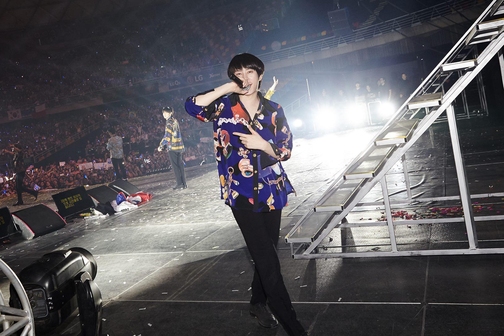 Super Junior cho fan ná thở với loạt ảnh lung linh từ tour thế giới - Ảnh 2.