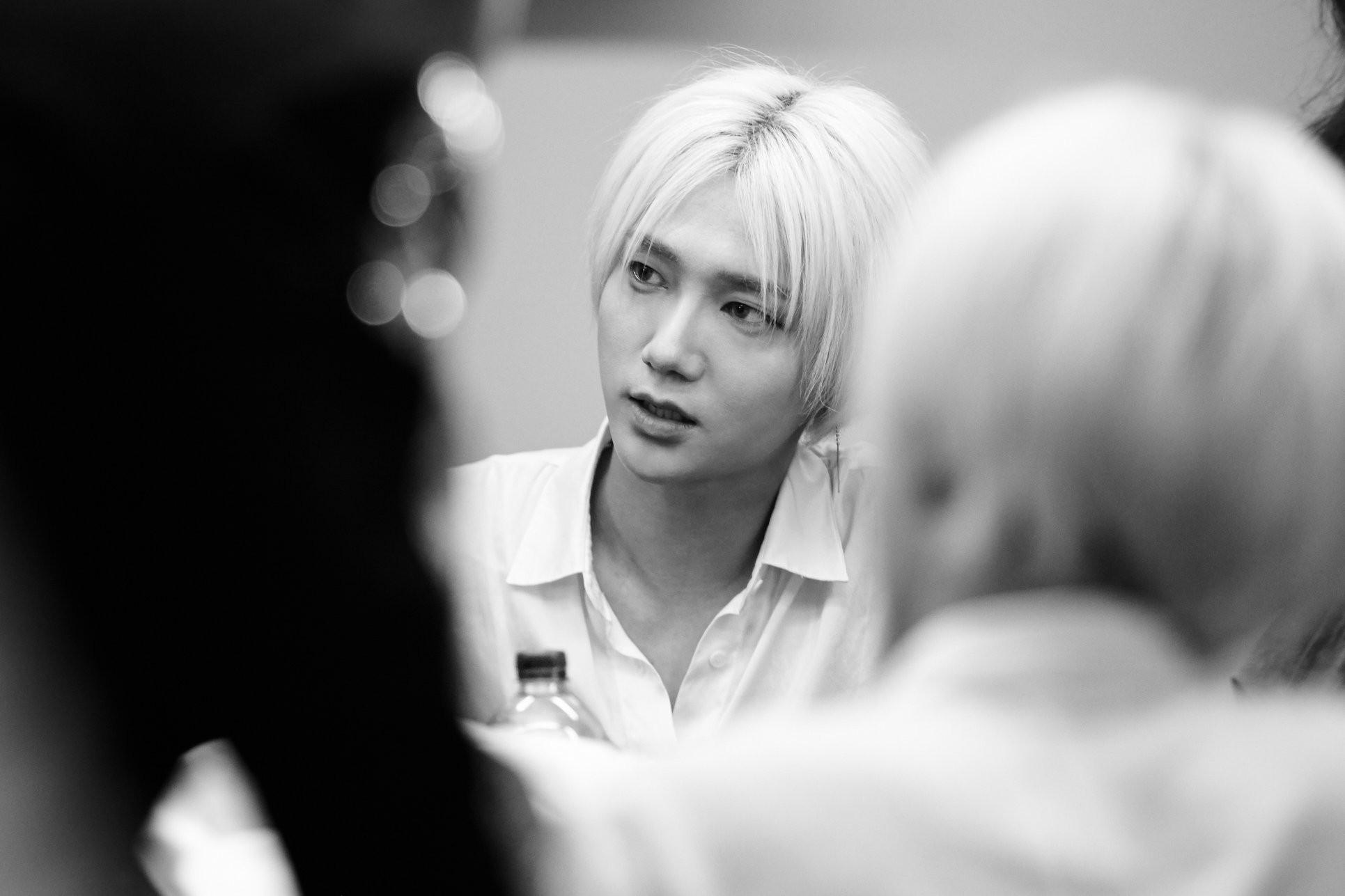Super Junior cho fan ná thở với loạt ảnh lung linh từ tour thế giới - Ảnh 4.