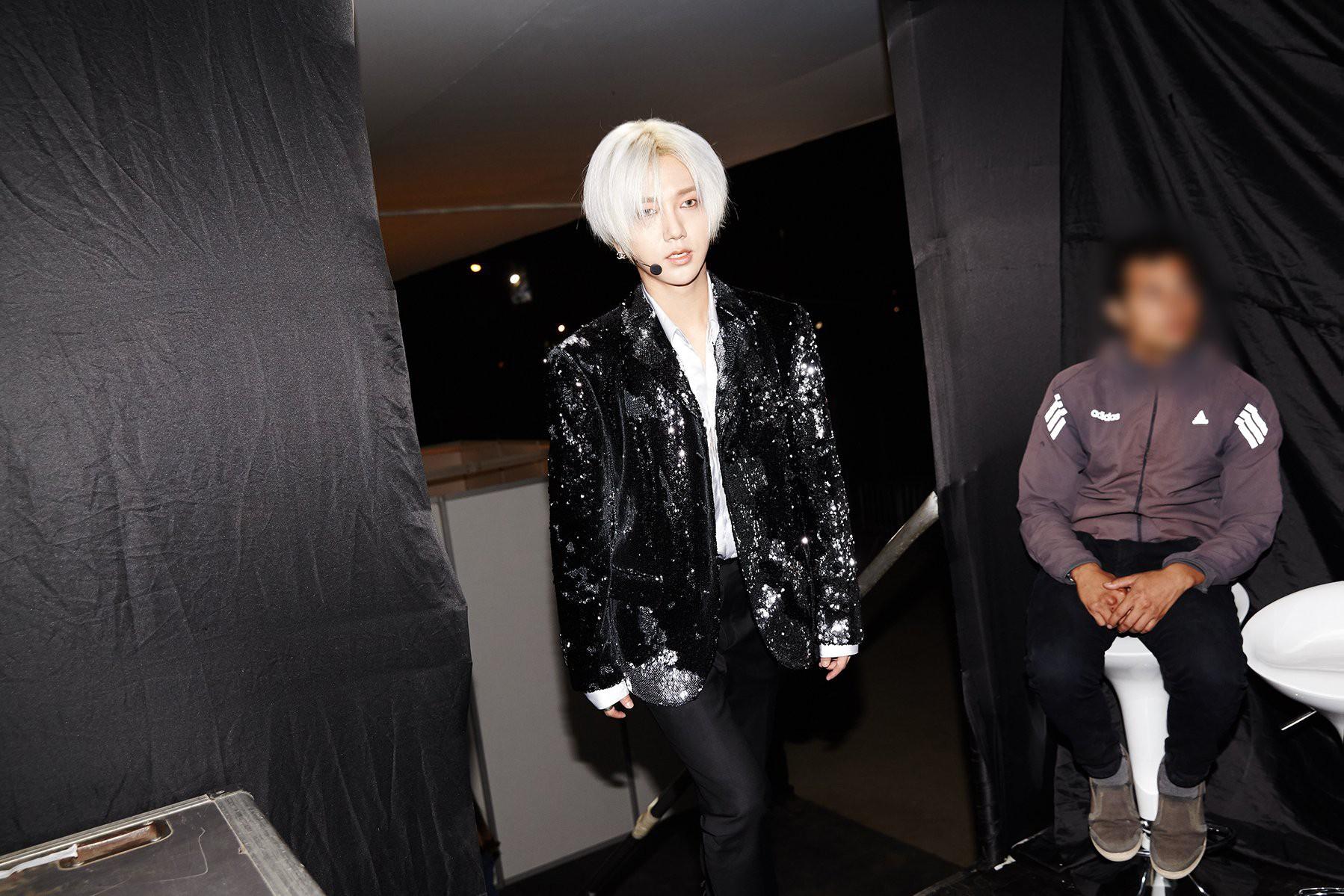 Super Junior cho fan ná thở với loạt ảnh lung linh từ tour thế giới - Ảnh 6.