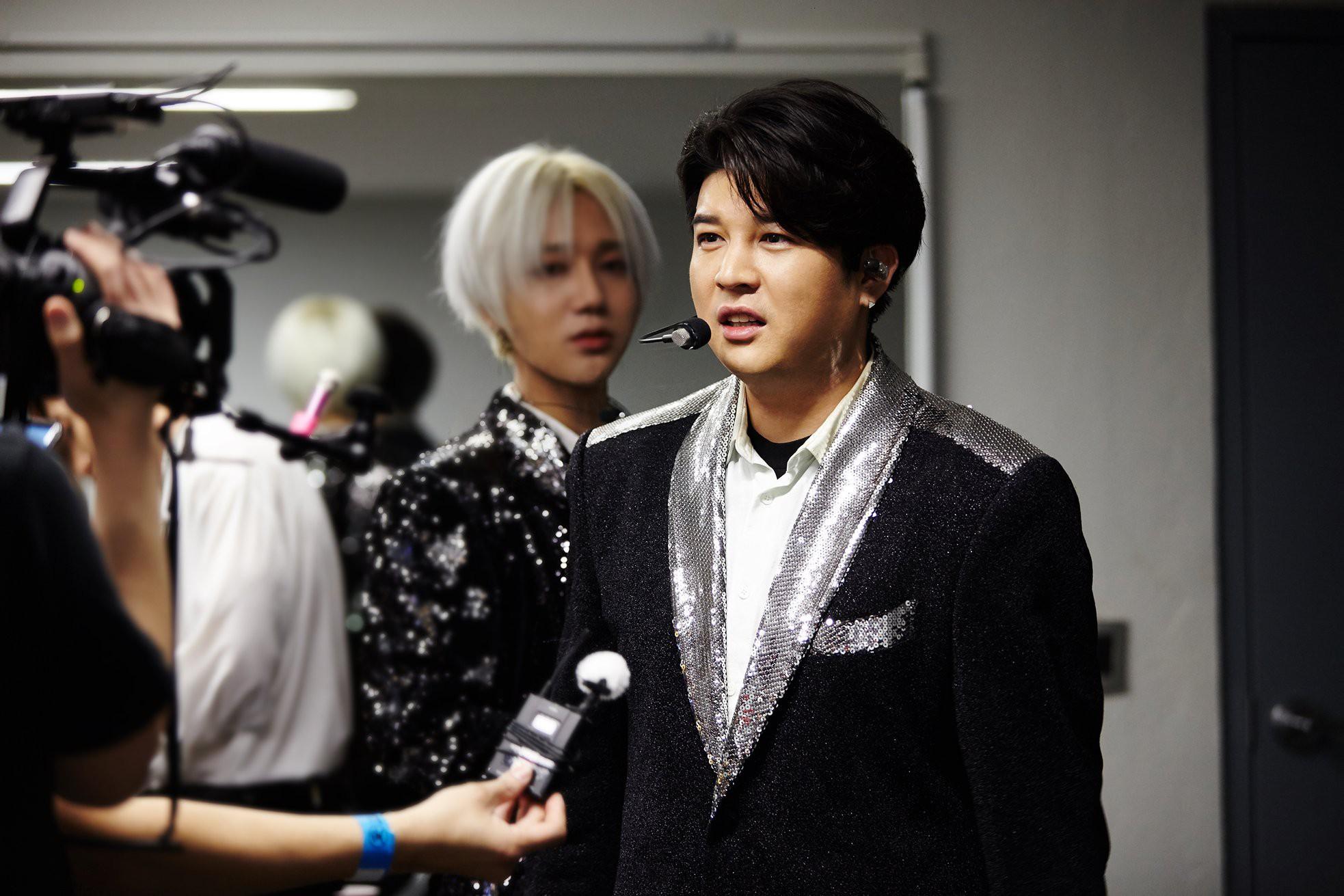 Super Junior cho fan ná thở với loạt ảnh lung linh từ tour thế giới - Ảnh 10.